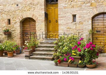 stock-photo-lovely-tuscan-street-pienza-italy-143630101