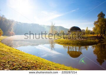 stock-photo-lake-in-the-early-autumn-morning-220287214